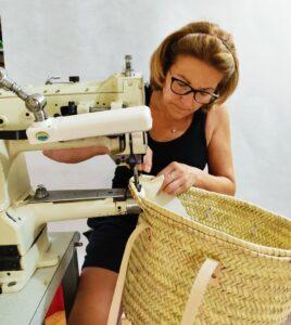 Mercedes, la fille de Juan au travail